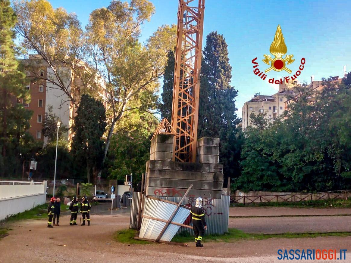 Sassari, gru pericolsa, intervengono i vigili del fuoco - Sassari Oggi