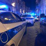 Aggressione nella notte a Sassari, in tre prendono a calci e pugni un giovane