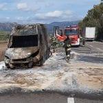 Furgone che trasporta medicinali prende fuoco Sulla Sassari-Tempio