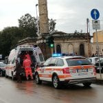 Scivola sull'asfalto vicino a Porta Sant'Antonio a Sassari, soccorso