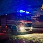 Auto fuori strada a Sassari, arrivano i soccorsi, ma il conducente non si trova