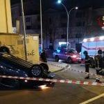 Scontro nell'incrocio a Sassari, un'auto si ribalta: ferita la conducente